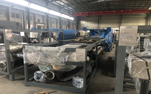 紫金矿业刚果金管链输送机自动拆包机项目